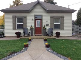 Beautifully Upgraded 2 Bedroom +Den Bungalow